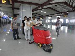 全自动洗地机清洗地面干净整洁