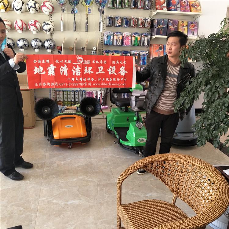 我公司的湖南手推式洗地机服务于宣威体育馆!